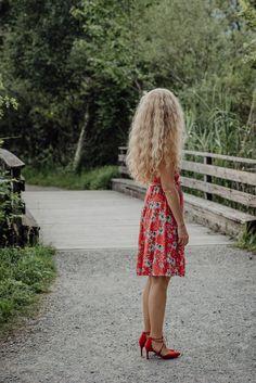 Auch Fotos von hinten können toll wirken. Vorallem wenn man so fantastische Haare hat wie Barbara. Vintage, Fashion, Photos, Portrait Photography, Switzerland, Amazing, Moda, Fashion Styles, Vintage Comics