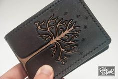Lord of the Rings Inspired HandMade Leather por PopovLeathe Leather Carving, Leather Art, Sewing Leather, Leather Tooling, Leather Jewelry, Custom Leather, Leather Wallet Pattern, Handmade Leather Wallet, Leather Gifts