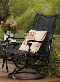 With a solid cast aluminum frame and comfortable woven wicker seat, the Carlisle Woven Swivel Rocker Lounge Chairs makes for the perfect place to relax and enjoy the outdoors.