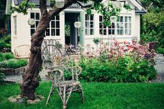A truly idyllic Swedish 'kolonistuga' (allotment cottage)
