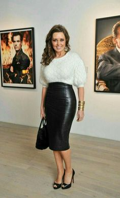 Who is Carol Vorderman ? Older Women Fashion, Sexy Older Women, Sexy Women, Women Wear, Sexy Skirt, Dress Skirt, Midi Skirt, Sexy Outfits, Gros Pull Mohair