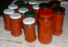 Encore beaucoup de tomates au jardin, alors pour ne pas jeter , j'ai refais du coulis de tomates .Depuis 2 ans, je fais la même recette ; celle de mon Amie Sagweste Passez lui rendre visite ; elle a un joli blog avec des recettes WW et depuis quelques... Cooking Cake, Batch Cooking, Canes Food, Pickles, Marinade Sauce, Salty Foods, Pesto Sauce, Tapenade, Mayonnaise
