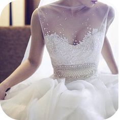 So feminine and gorgeous.. if it just had the sweetheart top and not all that stuffing in the middle it'd be gorgeous