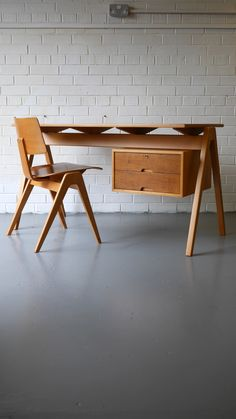 Robin Day Hillestak Desk and Chair for Hille c.1950