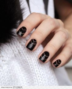 10 zjawiskowych pomysłów na paznokcie w kolorze czerni na Stylowi.pl