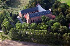 Zamek krzyżacki w Barcianach wzniesiony  w latach 1377-1384 z inicjatywy wielkiego mistrza Winrycha von Kniprode.  Zamek jest obiektem zamkniętym.
