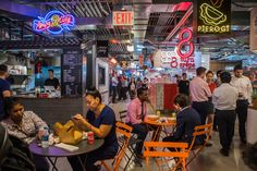Food halls — typically a mix of local artisan restaurants, butcher shops and other food-oriented boutiques — are becoming popular as consumers demand more options. Food Court Design, Pastel Interior, Hall Interior, Fast Food Chains, Hall Design, Evening Meals, Restaurant Design, Shopping Mall, Ny Times