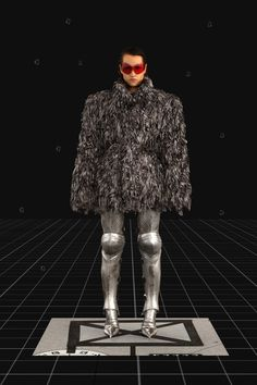 Balenciaga Fall 2021 Ready-to-Wear Fashion Show Collection: See the complete Balenciaga Fall 2021 Ready-to-Wear collection. Look 30 Pop Fashion, Fashion Show, Mens Fashion, Paris Fashion, Runway Fashion, Fashion Trends, Vogue Paris, Age Of Tomorrow, Balenciaga Store