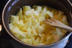 Luxus na talířku - Jablečné řezy s tvarohovou šlehačkou | NejRecept.cz Creme, Mashed Potatoes, Ale, Grains, Ethnic Recipes, Food, Top Recipes, Luxury, Whipped Potatoes