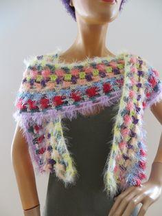 gehäkelter Schal, variantenreich zu tragen Handmade Scarves, Shawls, Bunt, Crochet Necklace, Colours, Fashion, Ponchos, Scarf Crochet, Handarbeit