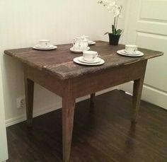Vanha antiikkinen talonpoikaispöytä 1800-luvulta, 100€, aarrerati.fi-verkkokauppa, myyty