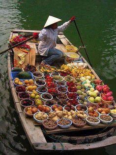 Le marche flottant à Bangkok ... pic.twitter.com/C0obA6CsWE