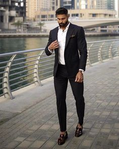 Men's Jackets For Every Occasion. Photo by Menswear Market Jackets are a must-have in the cold weather but it can also be used to accessorize an outfit. Types Of Jackets, Men's Jackets, Men's Business Outfits, Andreas, Lightweight Jacket, Quilted Jacket, Formal Wear, Gq, Style Guides