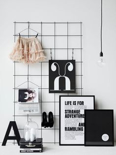 Inspiration only Wire grid wall. Place above a desk in a small office. using metal clips. Decoration Inspiration, Interior Inspiration, Inspiration Wall, Wire Grid Wall, Interior Styling, Interior Design, Room Decor, Wall Decor, Diy Décoration