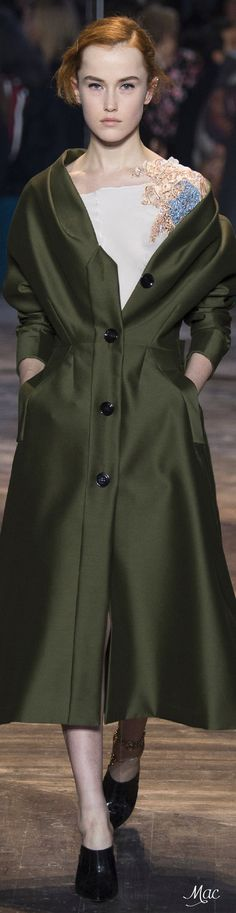 Spring 2016 DIOR -love the cut of this jacket but not the color. Image Fashion, Dior Fashion, Runway Fashion, Fashion Show, Womens Fashion, Fashion Trends, Christian Dior, Dior Couture, Couture Fashion