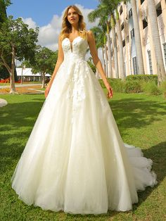 Here is Randy Fenoli Dresses Ideas for you. Randy Fenoli Dresses the wedding tren. Wedding Dresses For Sale, Wedding Dress Styles, Designer Wedding Dresses, Bridal Dresses, Randy Fenoli Dresses, Bodice Wedding Dress, Plus Size Wedding, Dress Collection, Bride