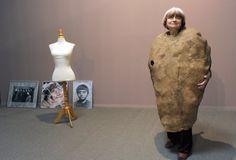 Agnès Varda, director and potato. Agnes Varda, Francois Truffaut, France Art, Claude, Iconic Women, Film Director, Fashion Art, Wonder Woman, Female