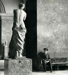 La Vénus de Milo - Louvre Muséum  Paris circa 1950  Jacques Verroust