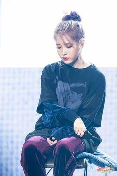 Kpop Girl Groups, Kpop Girls, Iu Twitter, Euna Kim, Girl Artist, Love U Forever, Moon Lovers, Iu Fashion, Soyeon