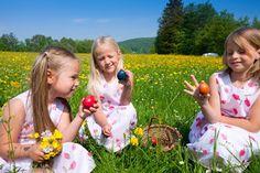 Fun Easter Crafts Ideas For Kids Holidays Around The World, Around The Worlds, Easter Crafts, Crafts For Kids, Picnic Blanket, Outdoor Blanket, Holiday Fun, Blog, Flower Girl Dresses