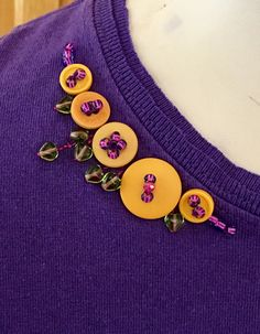 """Sew T-Shirt Upcycle by Paganoonoo using the """"Ellie"""" pattern. T-shirts with room for hips, bellies, and behinds! Button Art, Button Crafts, Beaded Embroidery, Hand Embroidery, Dorset Buttons, Crazy Quilt Stitches, Fabric Embellishment, Diy Clothes Videos, Make Your Own Clothes"""