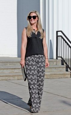 How to wear wide legs pants when you are petite. Cute summer wide leg pants outfit.