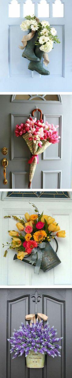 decoration florale porte d entrée, des bottes, une parapluie, arrosoir et bac remplis de fleurs, idée activité manuelle printemps