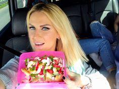 Andreea Banica marturiseste ca a inceput sa tina o dieta in urma cu doua saptamani.