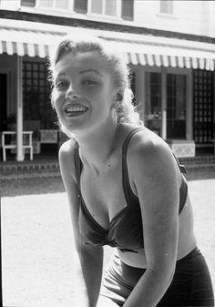 Marilyn Monroe Home marilyn monroe. photoearl leaf, 1950. | marilyn & earl leaf