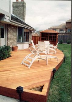 Backyard With Wooden Redwood Decking : Different Types of Decking Lumber