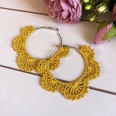 Crochet Hair Accessories, Crochet Hair Styles, Crochet Earrings Pattern, Crochet Necklace, Pineapple Earrings, Crochet Dragon, Crochet Gifts, Crochet Ideas, Mittens Pattern