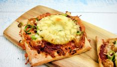 Minipizza's met kipshoarma, ananas, prei en kaas