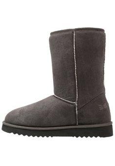 UMA - Bottes - taupe Bearpaw Boots, Ugg Boots, Uggs, Ugg Classic, Mini, Shoes, Fashion, Boots, Ugg Slippers