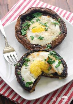 Eggs Baked in Portobello Mushrooms. A healthy vegetarian lunch or even starter! - Eggs Baked in Portobello Mushrooms. A healthy vegetarian lunch or even starter! Ask me about the be - Healthy Food Blogs, Healthy Breakfast Recipes, Brunch Recipes, Diet Recipes, Healthy Snacks, Healthy Eating, Cooking Recipes, Healthy Recipes, Healthy Breakfasts