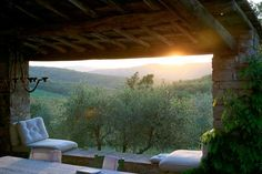 OMG! An Apartment Therapy Post about a place in Italy I stayed at in the year 2000!!! Whoa! It really was that beautiful!    One Week in Tuscany  LA CASA DI CACCHIANO, MONTI IN CHIANTI