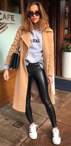 Camel Coat With Grey Hoodie, Black Leather Pants And White Sneakers 2019 Source by cindywitten pants outfit Leather Leggings Outfit, Black Leggings, Shiny Leggings, Mode Outfits, Casual Outfits, Fashion Outfits, Trendy Fashion, Fashion Vest, Blazer Outfits