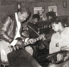 L.C. 'Good Rockin'' Robinson in Ruthie's Inn, Oakland, CA, 1968; source: Block 106 (april/mei/juni '98), p. 24; photographer's name not given