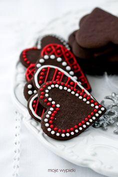Chocolate Gingerbread Cookies (in Polish) Valentines Day Cookies, Valentines Day Food, Happy Valentines Day, Valentine Cupcakes, Valentine Treats, Christmas Cookies, Chocolate Hearts, Chocolate Lovers, Chocolate Cookies