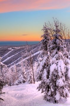 Le Massif de Charlevoix near city. If you love skiing, this place is a must for its terrain and scenery! Ski Ski, Alpine Skiing, Canada Trip, Canada Travel, Montreal Quebec, Quebec City, Charlevoix Quebec, Chute Montmorency, All About Canada