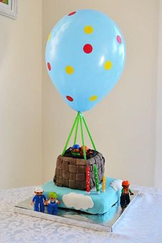 Tarta de cumpleaños, viaje en globo
