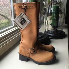 """FRYE WOMENS ENGINEER 15R Size 7.5 B Tan Leather New spin on the classic engineer boot. Built to last. Steady platform 1-12"""" heel. Full Zip. Frye Shoes Heeled Boots"""