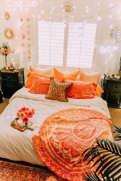 Forceful screened meditation room design Get More Info Here Orange Rooms, Bedroom Orange, Orange Room Decor, Blue Bedrooms, Living Room Designs, Living Room Decor, Bedroom Designs, Bedroom Ideas, Bedroom Apartment
