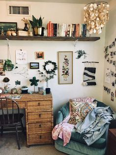 - A mix of mid-century modern bohemian and industrial interior style Home and apartment decor decoration ideas home design bedroom living room . Cute Dorm Rooms, Cool Rooms, Small Rooms, Small Spaces, Dorm Room Desk, Small Beds, College Room Decor, Dorm Walls, Child's Room