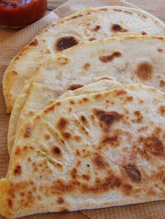 Done flat bread Bread Dough Recipe, Hungarian Recipes, Health Eating, Naan, Lunches And Dinners, No Bake Cake, Food To Make, Cake Recipes, Bakery