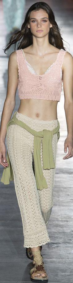 Alberta Ferretti Spring 2019 Ready-To-Wear Curvy Fashion Summer, Trendy Fashion, Fashion Trends, Fashion 2020, Fashion Show, Milan Fashion, Women's Fashion, Italian Fashion Designers, Azzaro