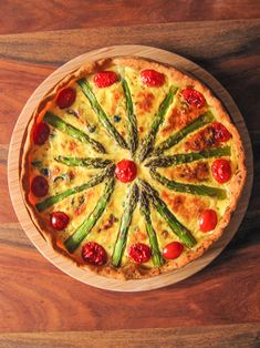 Mediterrane Spargelquiche This quiche is a pleasure. Field-fresh asparagus, air-dried ham and feta c Lunch Box Recipes, Egg Recipes, Appetizer Recipes, Asparagus Quiche, Fresh Asparagus, Quiches, Empanadas, Easy Meal Prep, Easy Meals