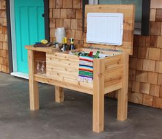 How to build a portable cooler stand and bar The portable Western Red Cedar cooler stand will defini Deck Cooler, Wood Cooler, Pallet Cooler, Cooler Stand, Outdoor Cooler, Cooler Cart, Diy Projects Plans, Diy Wood Projects, Easy Projects