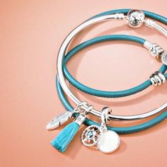 When you read the slogan of Pandora Jewelry you can read that this brand represents exclusive and timeless . Pandora Bracelets, Pandora Jewelry, Charm Jewelry, Pandora Charms, Jewelry Art, Jewelry Accessories, Jewelry Drawing, Minimal Jewelry, Tiffany Jewelry
