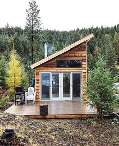 Inexpensive tiny house design ideas 40 house plans in 2019 д Tiny Cabins, Tiny House Cabin, Cabins And Cottages, Tiny House Living, Tiny House Plans, Tiny House Design, Cottage Design, Prefab Tiny Houses, Wood Cabins