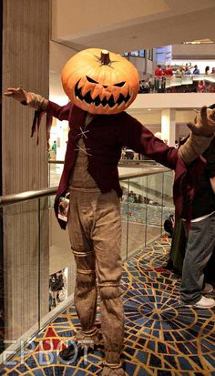 The Pumpkin King! Love this Jack Skellington cosplay from A Nightmare Before Christmas. Halloween Prop, Adult Halloween, Holidays Halloween, Halloween Pumpkins, Halloween Crafts, Halloween Decorations, Halloween Costumes, Adult Pumpkin Costume, Halloween Ideas